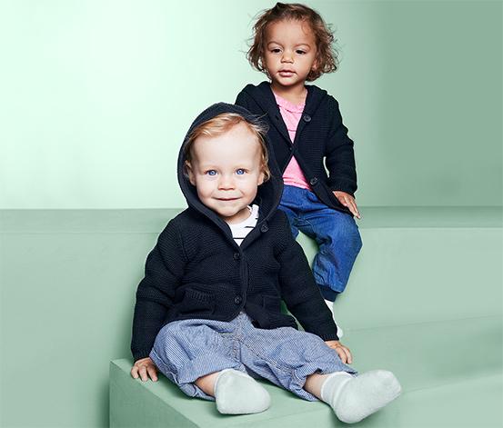 Sweter dziecięcy z kaputem zapinany na guziki