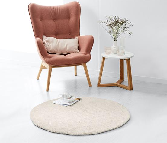 Kulatý koberec s vysokým vlasem