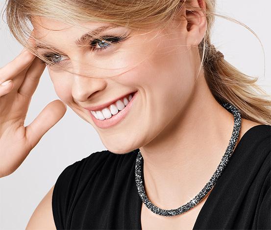 Női nyaklánc, üvegköves, fekete