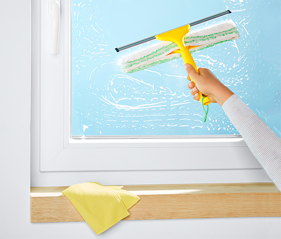 Stěrka na okna s návlekem z mikrovlákna 2 v 1
