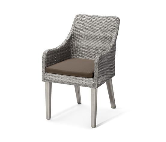 Polyrattan szék, akác lábakkal