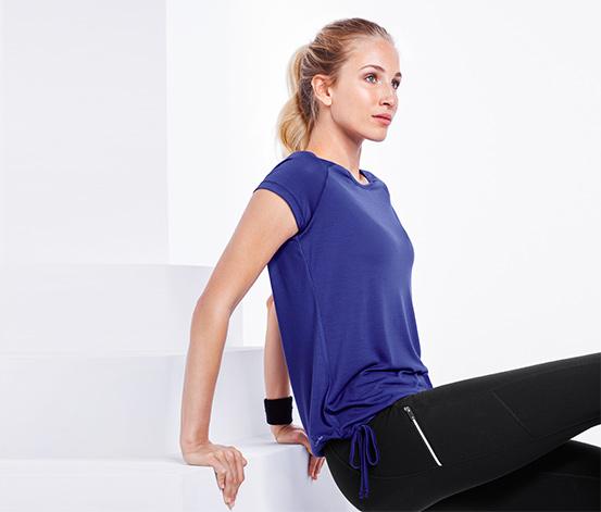Luźna damska koszulka sportowa z krótkim rękawem
