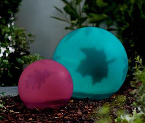 Solární svítidlo ve tvaru koule s listovým dekorem a LED barevným přechodem, velké