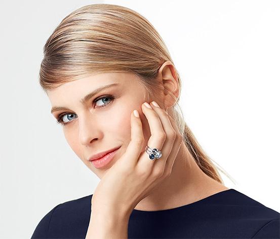 Pierścionek wysadzany kryztałami marki Swarovski®