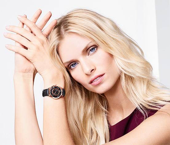 Zegarek damski na skórzanym pasku wysadzany kryształami marki Swarovski®, czarny