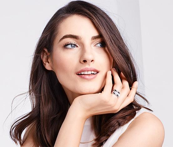 Zestaw pierścionków wysadzanych kryształami marki Swarovski®