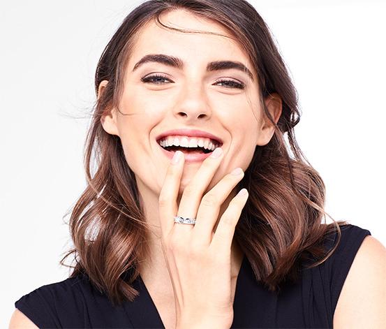 Silverfärgad ring med Swarovski®-kristaller