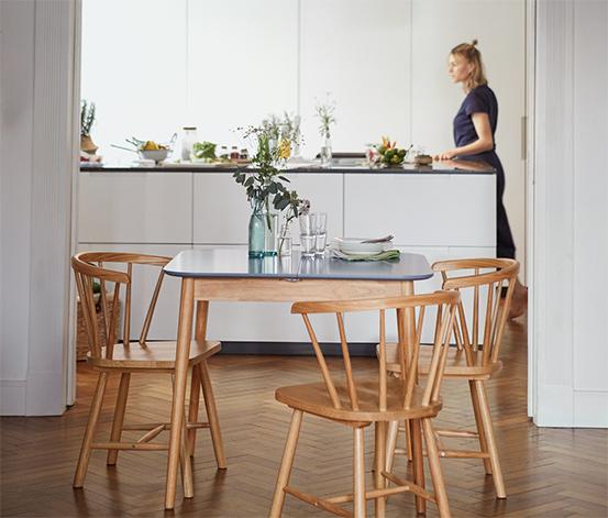 Ausziehbarer Küchentisch, ca. 8–8 x 8 cm