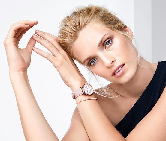 Dámske hodinky a náramok v súprave