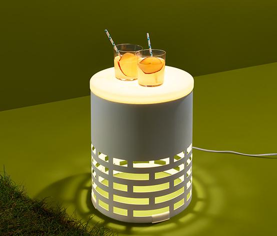 Outdoorowy stolik, z funkcją lampy LED