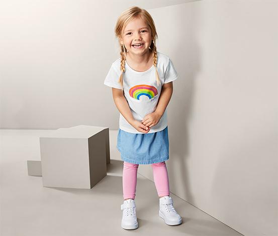 Koszulka dziecięca z motywem tęczy
