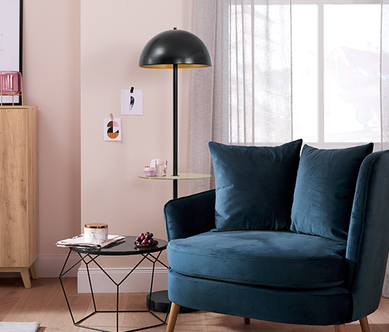 LED-es állólámpa, asztallal, fekete