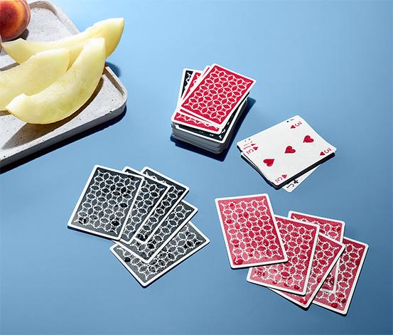 Dwa zestawy wodoodpornych kart do gry