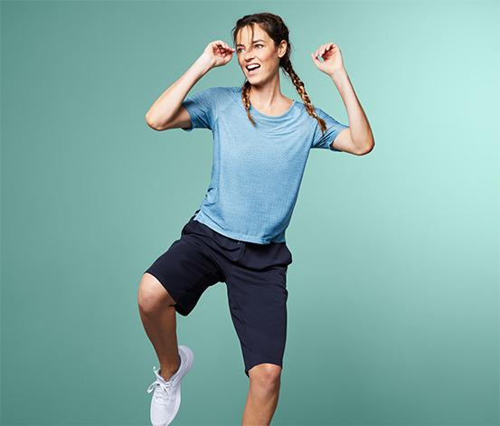 Granatowe szorty sportowe o długości do kolan z regulacją w pasie