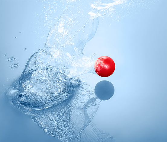 Mini balle rebondissante sur l'eau
