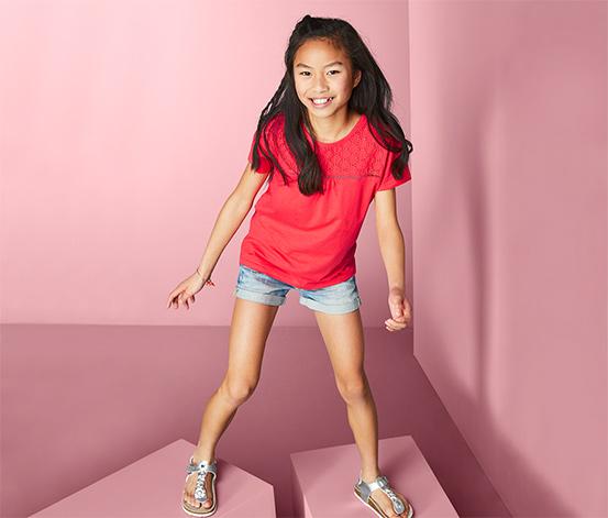 Bawełniana bluzka dziewczęca z haftem ażurowym