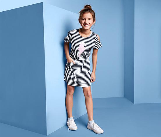 Dziewczęca sukienka dżersejowa w paski z dwustronnymi cekinami