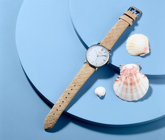 Zegarek damski na skórzanym pasku ze srebrną kopertą
