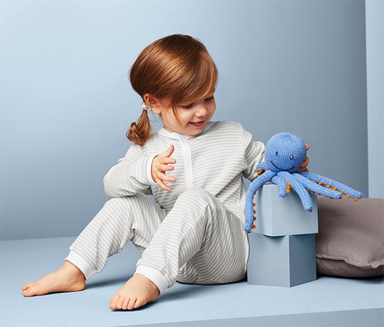 2 kisgyerek pizsama szettben, szürke/kék
