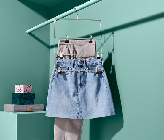 Prostorově úsporná ramínka na sukně a kalhoty