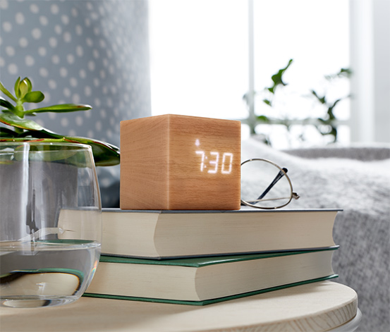 Budzik LED w kształcie kostki imitujący drewno
