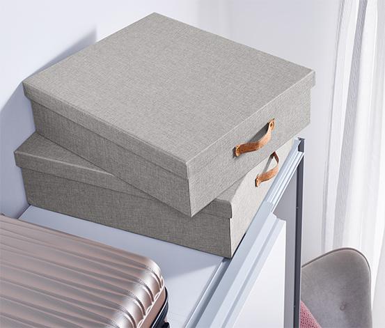 Zestaw dużych pudełek z wiekiem