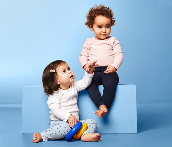 2 kisgyerek leggings szettben, sötétkék/pötty