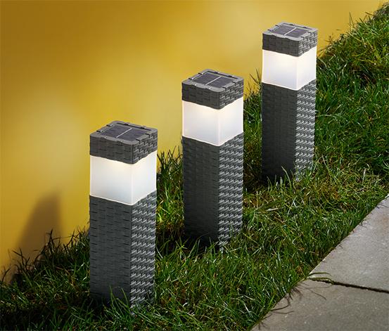 3 napelemes LED-es oszlop szettben, rattan hatású