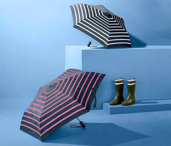 Parasol w paski zmieniający kolor podczas deszczu