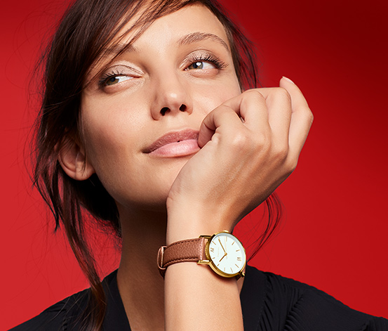 Dámské hodinky s koženým řemínkem