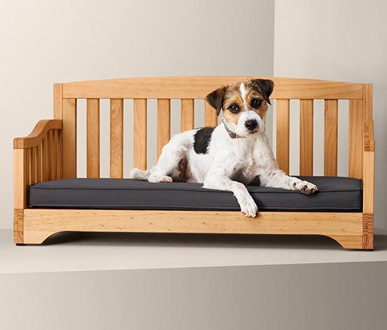 Dřevěná pohovka pro psa