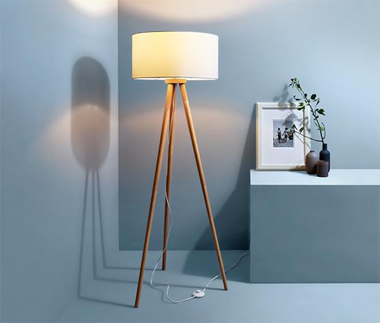 Lampa stojąca »na trzech nogach«, drewniana