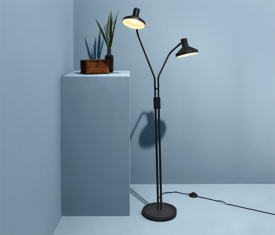 Dvojramenná stojacia lampa