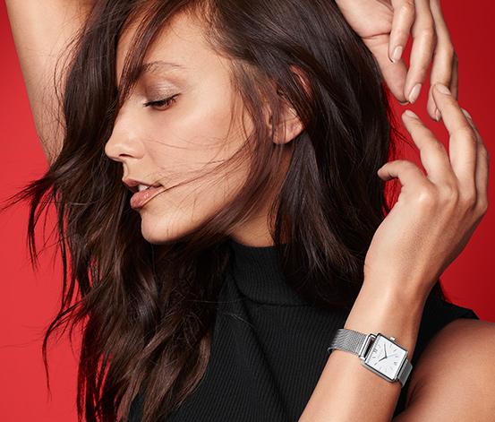 Dámské hodinky s náramkem typu milanaise