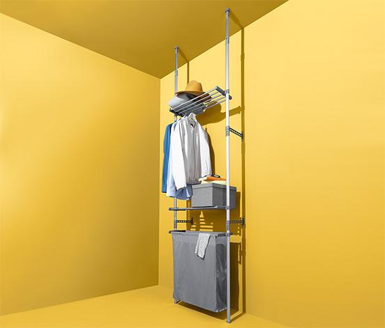Teleskopregal mit Wäschebeutel