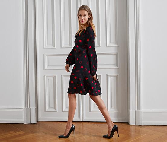 Tkané šaty se srdíčkovým vzorem