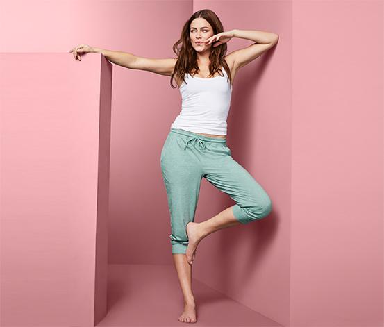 Zielone spodnie od piżamy o długości 3/4 wiązane w pasie