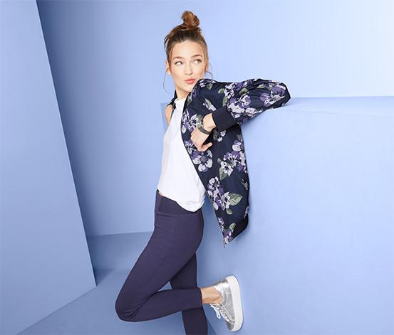 Bluza damska w stylu college z kwiatowym nadrukiem