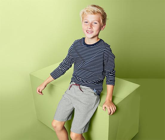 Chłopięce szorty dresowe z czerwnonym akcentem