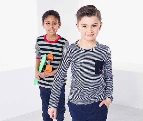 2 Jungen-Langarmshirts