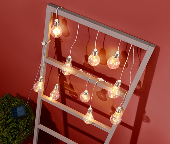 Napelemes LED-es égősor