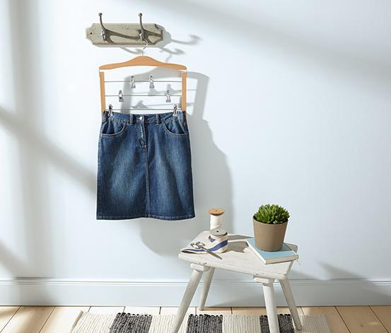 Prostorově úsporné ramínko na sukně