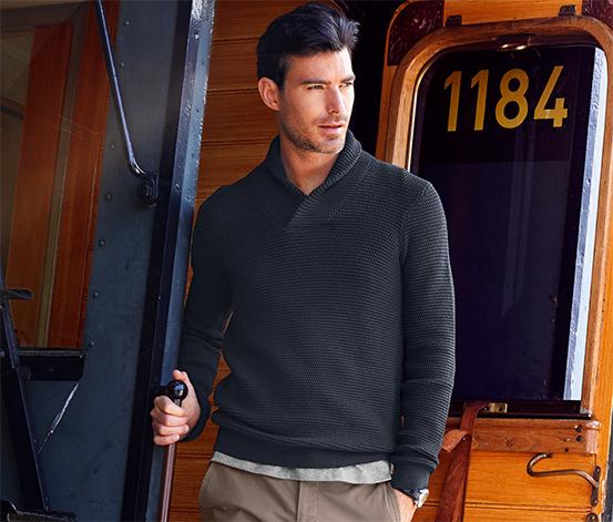 Férfi kötött pulóver, sálgallérral, sötétkék