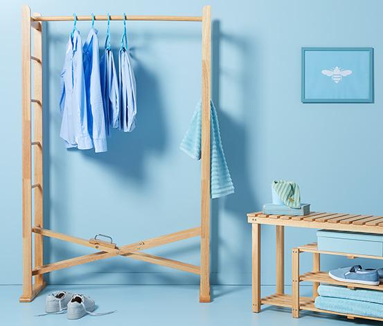 Składany, stojący wieszak na ubrania, z litego drewna