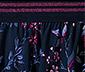 Spódniczka w kwiaty z ozdobnym pasem
