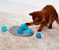 Inteligenčná hračka pre mačky