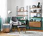 Jednoosobowy fotel z podnóżkiem i drewnianymi nogami