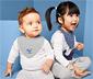 2 kisgyerek háromszög alakú kendő szettben, bálna