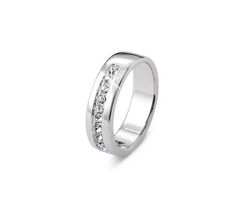 Pierścionek srebrny, wysadzany kryształami marki Swarovski®