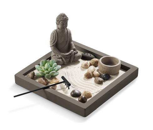 Zen kert Buddha figurával